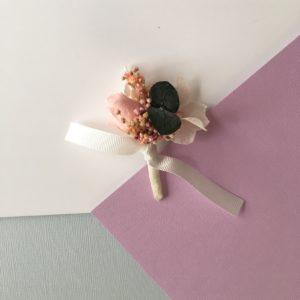 Boutonnière en fleurs Ignace avec bouton de rose et eucalyptus