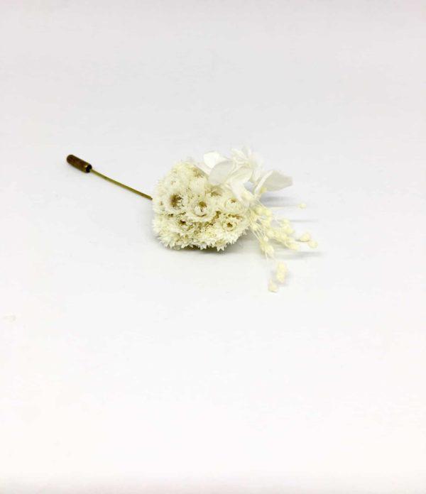 Boutonnière broche Simplice en fleurs séchées et stabilisées