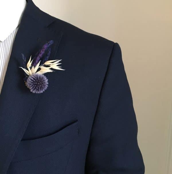 Boutonnière broche Adauque - Boutonnière en fleurs stabilisées et séchées - Tons bleus