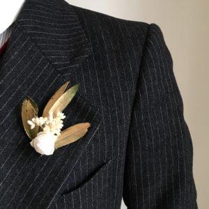 Boutonnière en fleurs Broche Tiburce - Fleurs stabilisées