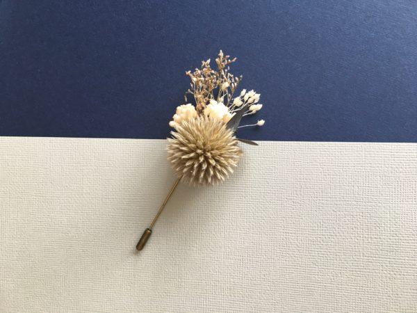 Boutonnière broche Cyr en fleurs naturelles séchées