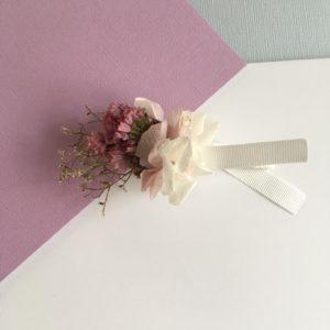 Boutonnière en fleurs Evode en fleurs séchées et stabilisées aux tons rose