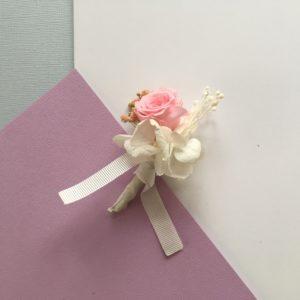 Boutonnière en fleurs Agapit avec son bouton de rose stabilisée