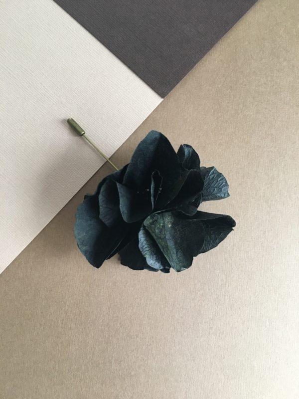 Boutonnière Œillet Nectaire couleur noire et fleur naturelle